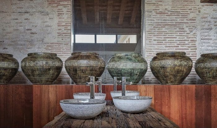 Cuarto de baño con mesa malmo de Vical Home