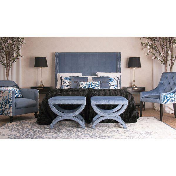 detalle dormitorio reposapies azul