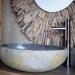 Detalle de un baño con el lavabo Tauro