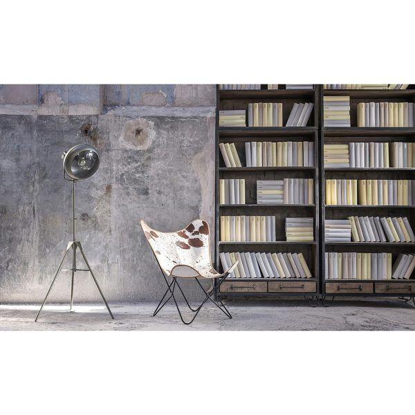 libreria con lampara de pie