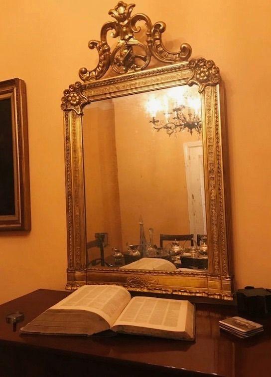 Diccionario y espejo antíguo