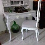 Silla y escritorio restaurados