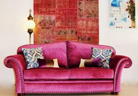 sofa moderno color rosa fucsia